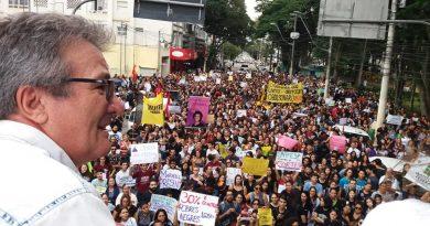 Mais de 5 mil pessoas nas ruas contra os cortes de verba na educação