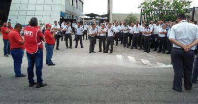 Vitória dos trabalhadores: demissão de 16 companheiros é revertida após protesto na ABC de Taubaté