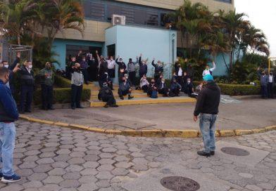 Paralisação na JTU em Jacareí entra no segundo dia