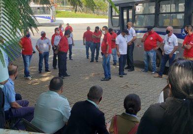 Sindicato realiza protesto em Guará por atraso de quase 8 meses no tícket alimentação