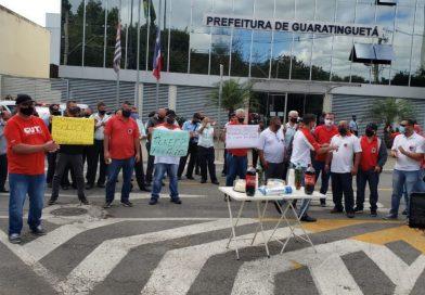 """Paralisação no transporte público de Guará tem até """"bolo de protesto"""" pelo atraso no tícket"""